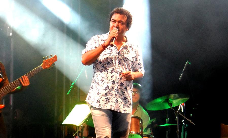 Evandro Correia cantou músicas conhecidas dos conquistenses