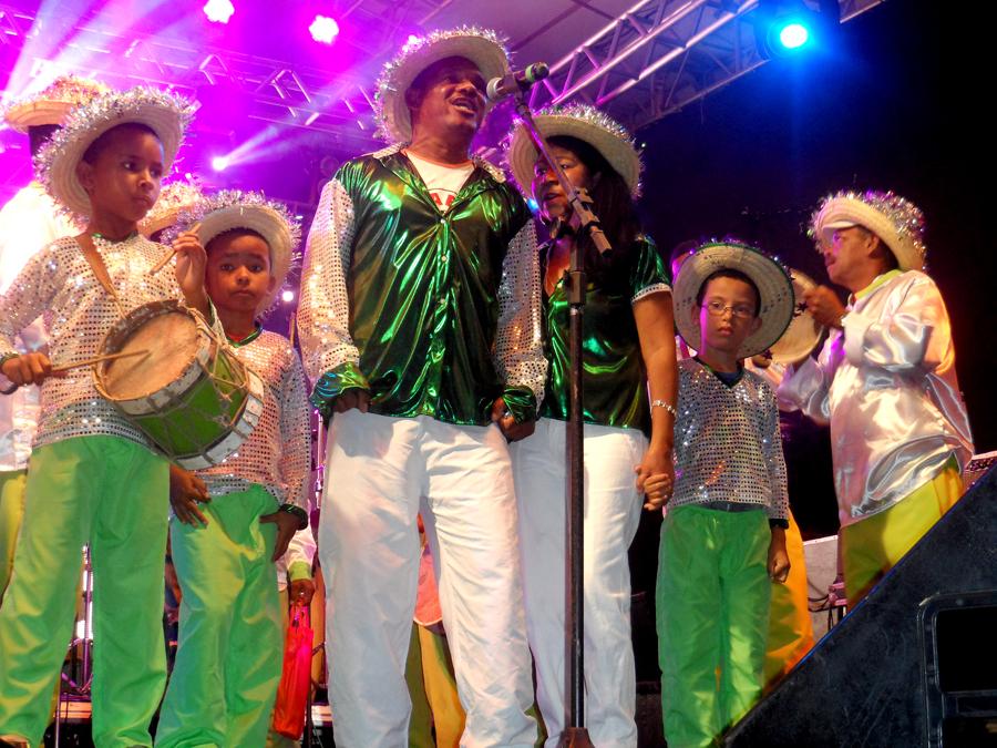 Grupos de ternos de reis se apresentaram todas as noites, responsáveis por abrir a programação