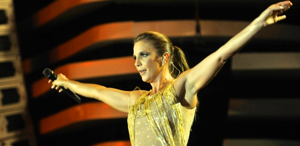Ivete promete uma festa de debutante para sua 15ª apresentação no FV