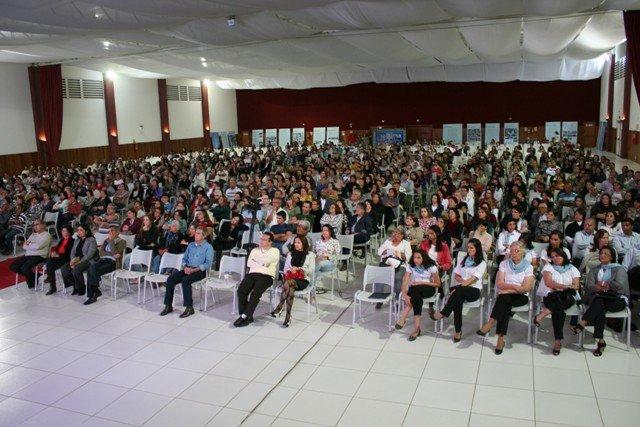 A programação atrai cerca de 6 mil pessoas para o Centro de Convenções Divaldo Franco