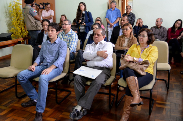 Os três médicos foram recebidos nesta segunda (2/9); Roland Lavigne (ao centro) comunicou que desiste da vaga