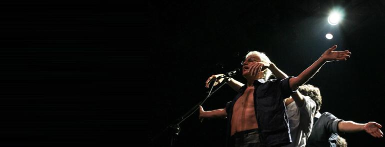 """""""Abraçaço"""" de Caetano é formidável, segundo o Clarín"""
