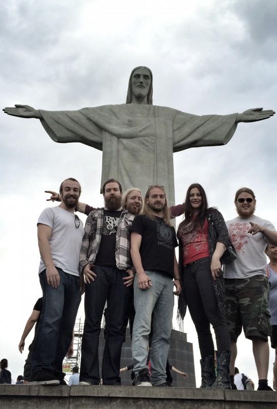 Antes de Conquista, a banda se apresentou em São Paulo e no Rio de Janeiro. e ainda vai se apresentar em Belo Horizonte (23) e em Curitiba (24).