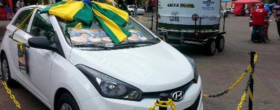 CDL sorteia carro para clientes do comércio